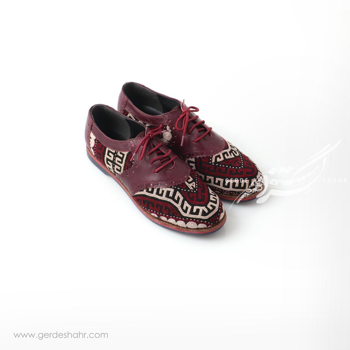 کفش دست دوز زرشکی سوزندوزی ترکمن سایز 38 چاوان گنجه رخت