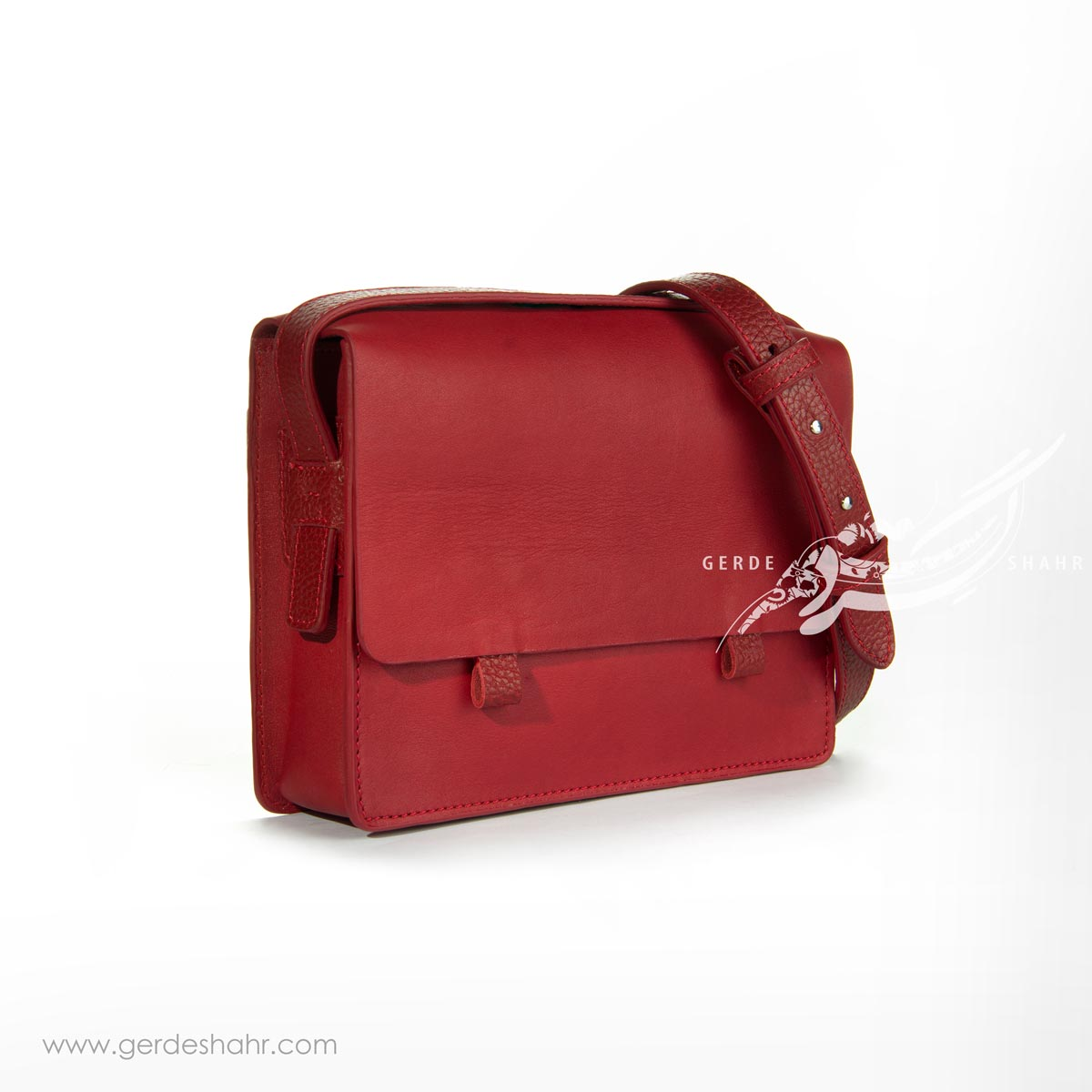 کیف کوچک دوشی چرم قرمز وریا گنجه رخت