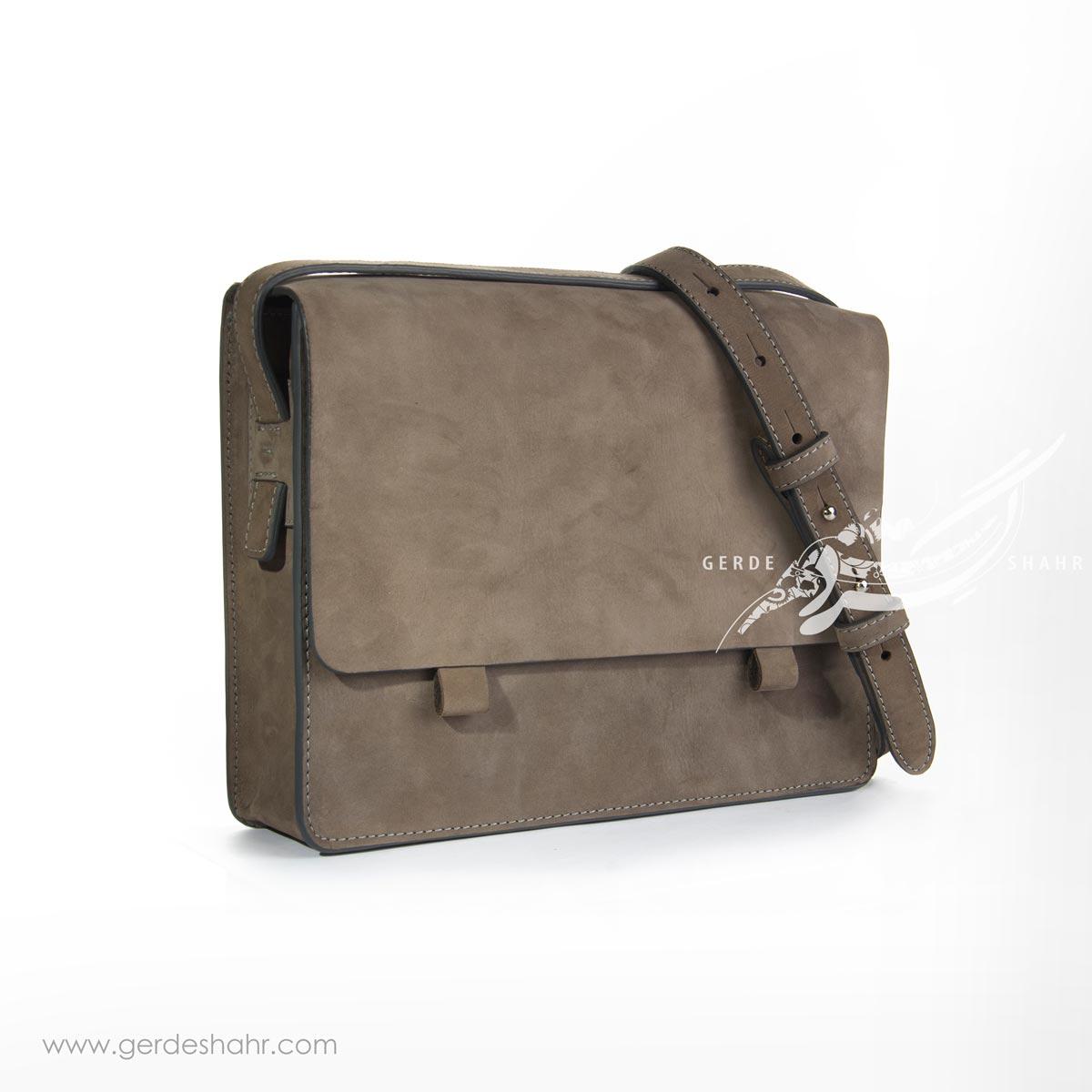 کیف بزرگ دوشی چرم خاکستری وریا گنجه رخت
